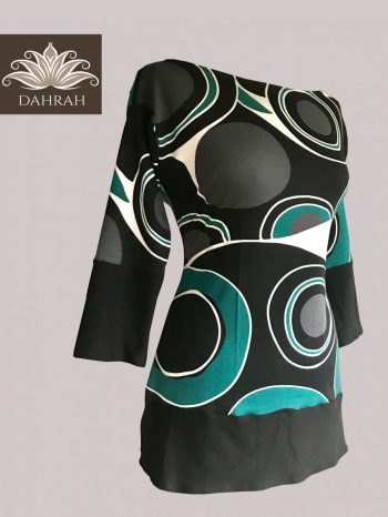 Beautiful Dahrah woman T-shirt in organic cotton, huge dot abstract pattern in black and green.