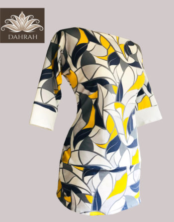 Dahrah, beautiful summer T-shirt for woman made with organic cotton with a modern abstract gemoetric pattern, in color blue, white, grey and yellow.