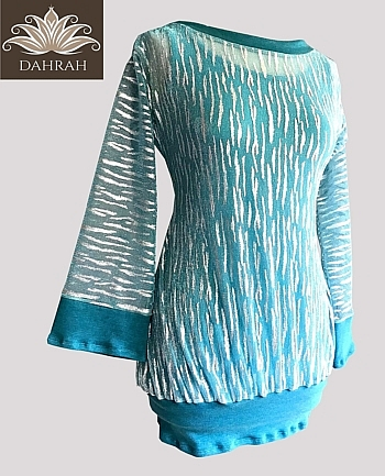 Beautiful Dahrah woman T-shirt for the hottest days of the summer made with very light fabric in mint green color with silver lurex patterns.