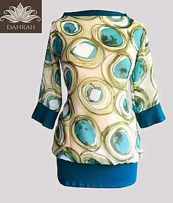 Beautiful Dahrah woman T-shirt for the summer with abstract dot pattern, made of very light georgette fabric, ideal for the hot summer days.