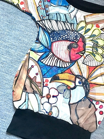 Stunning Dahrah woman T-shirt for the summer with amazingly colorful animal pattern with birds and fishes.