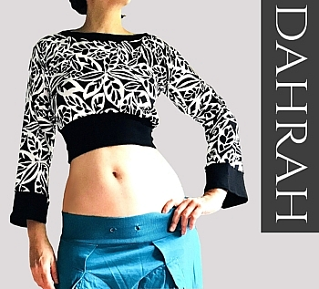 Dahrah, beautiful black and white crop top for the summer in fresh cotton jersey fabric.