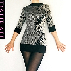 Dahrah Fashion sweater for women made with vicose ideal for the cold season, with black and taupe' flower fantasy on checkered background.