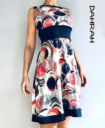 Beautiful dress by Dahrah realized in viscose jersey, with sewed-on belt and dotty pattern in coral and navy blue shades.