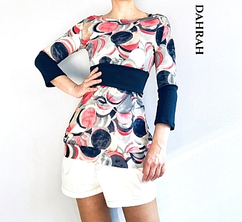 Beautiful Dahrah woman T-shirt in fresh viscose fabric, with a colorful dotty pattern in coral red and navy blue tones.